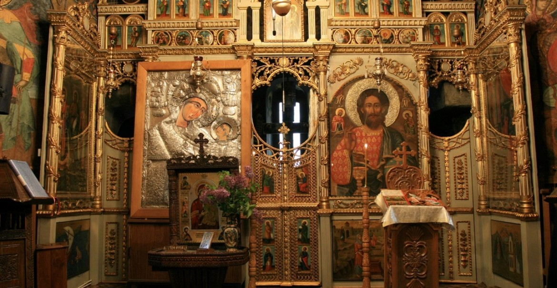 Biserica Nașterea Maicii Domnului - interior, catapeteasma